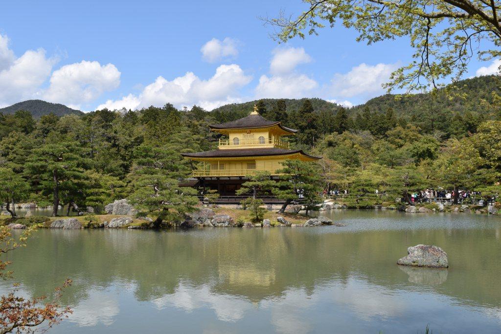 Le Pavillon d'or et sa horde de chinois